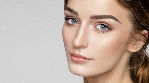 Durch die FUE Augenbrauentransplantation zu einem schönen Ergebnis